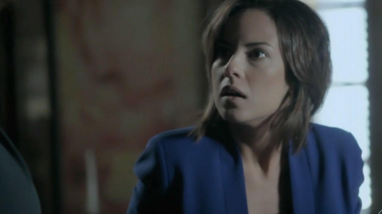Clara encara Marta com expressão de susto após decisão da mãe