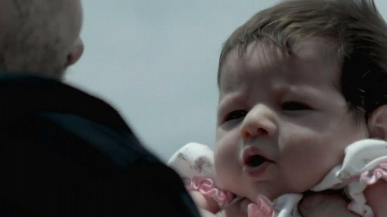 Império: José Alfredo entrega emoção ao conhecer netos com ajuda de Cristina