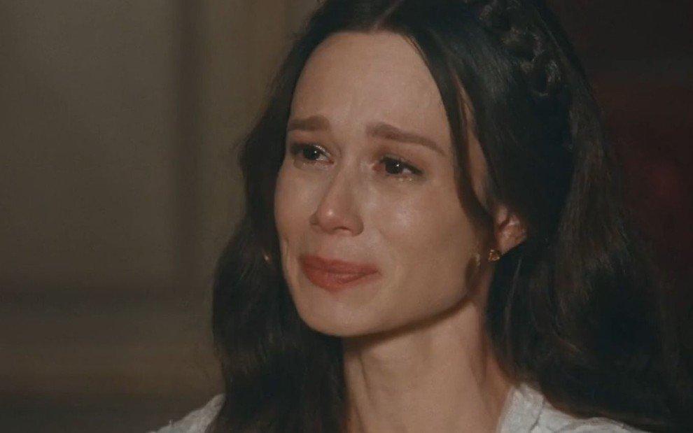 Luísa chorando