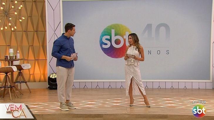 Patrícia Abravanel e Gabriel Cartolano no palco do Vem Pra Cá