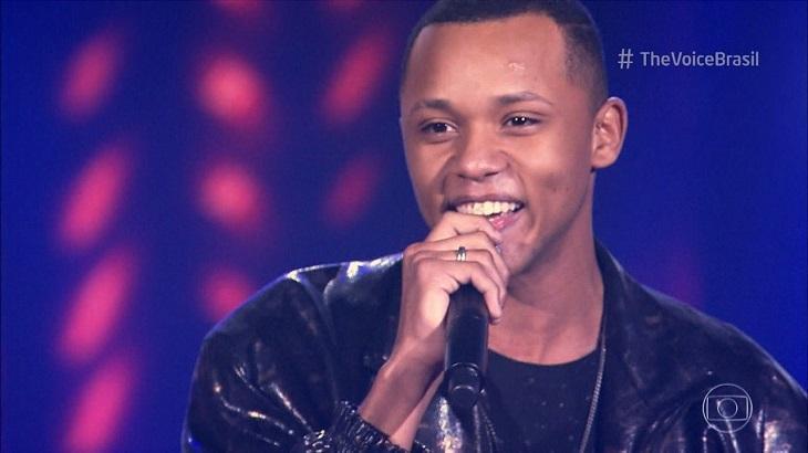 Vencedor do The Voice Brasil sofre acidente e é hospitalizado