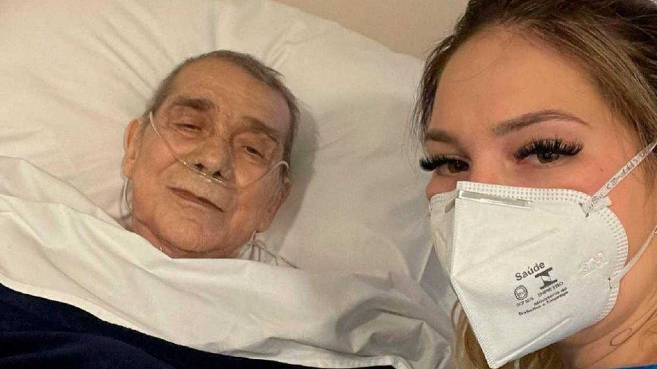 Virgínia Fonseca e o pai em foto no hospital