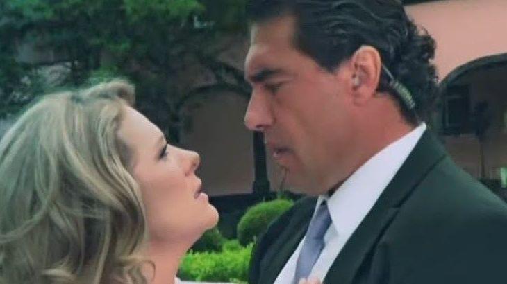 Vitória se aproxima de José Ângelo para beijá-lo
