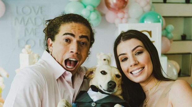 Whindersson, cachorro e a noiva