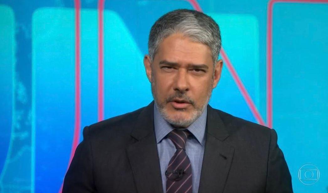 William Bonner apresenta o Jornal Nacional de barba
