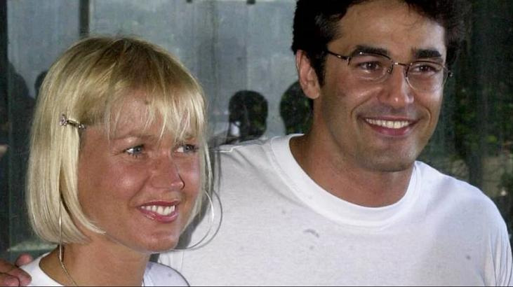 Xuxa sorrindo ao lado de Luciano Szafir