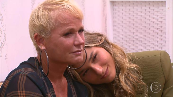 Xuxa chora ao voltar à casa da infância e relembra temas espinhosos no Caldeirão