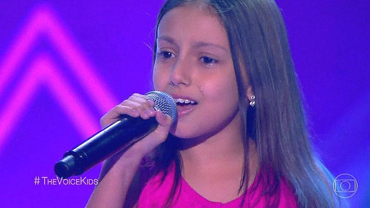 """Cláudia Leitte \""""salva\"""" garotinha paralisada durante apresentação no \""""The Voice Kids\"""""""