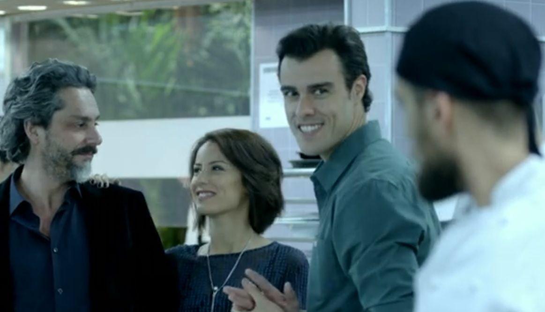 Enrico e Vicente se encaram enquanto que José Alfredo e Maria Clara conversam