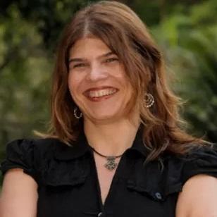 Cláudia Lage